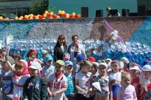 Ялтинские дошколята выложили из цветов 8-метровый флаг России
