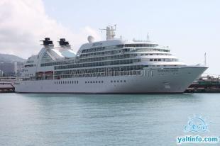 В Ялтинский порт прибыл люксовый круизный лайнер