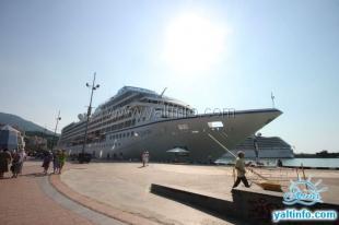 В Ялту прибыли 2 круизных лайнера с 3000 туристов