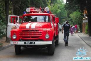 МЧС тушат пожар в центре Ялты
