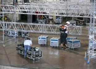 Пугачева отправила в Ялту 42 фуры оборудования. Экраны монтируют в пол