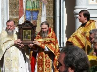 В Ялте прошел крестный ход в честь 110-летия собора А. Невского