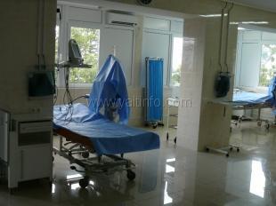 Азаров открыл оперблок Ливадийской больницы