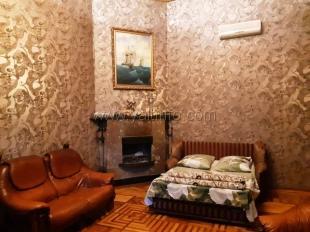 Однокомнатная квартира в старинном доме на Кирова