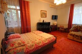 Двухкомнатная квартира в районе гостиницы «Ореанда» по ул. Володарского.