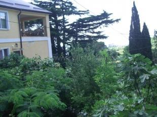 Двухэтажный дом с садом в Гурзуфе