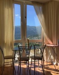 Двухкомнатная квартира в новостройке с видом на горы