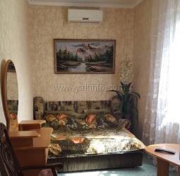 Двухкомнатная квартира с зелёным двориком на Спартаке